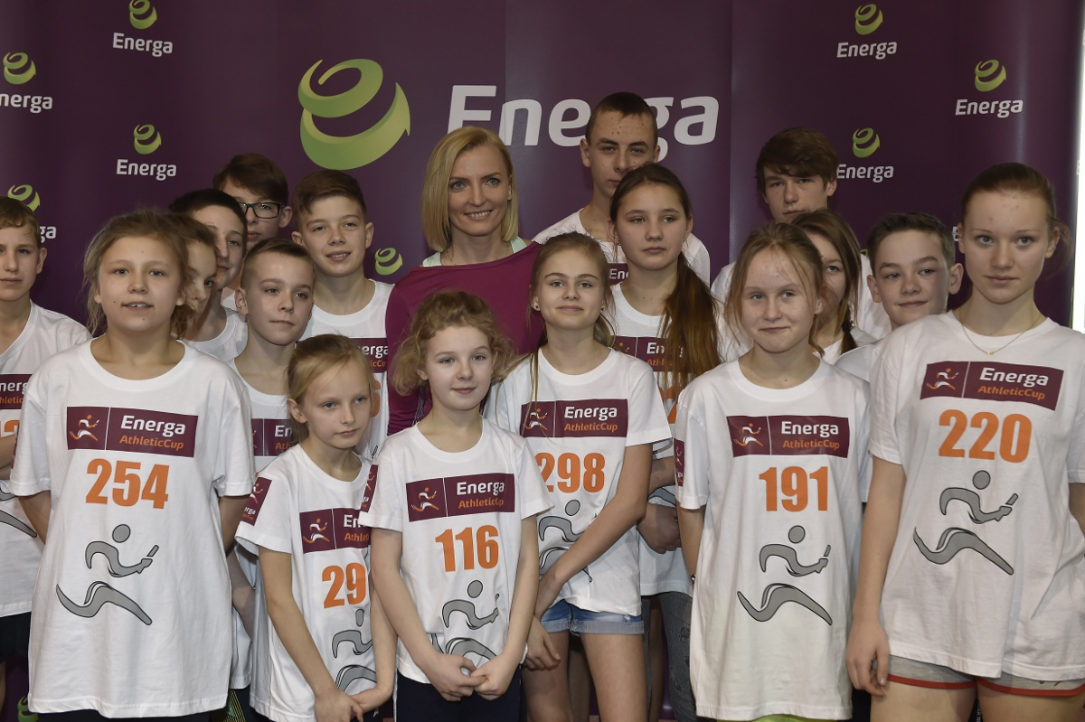 Anna-Rogowska-z-uczestnikami-Energa-Athletic-Cup